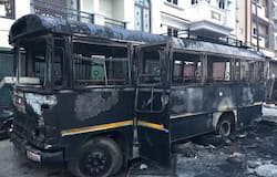 <p><br /> A police van too was not spared by the irate mob<br /> &nbsp;</p>