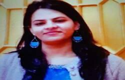 <p>आगरा के एसएन मेडिकल कॉलेज की स्त्री रोग विभाग की पीजी की छात्रा &nbsp;योगिता गौतम की हत्या कर दी गई। उसके शव को डौकी थाना क्षेत्र के गांव बमरौली में सुनसान इलाके में फेंक दिया गया। योगिता के सिर पर भारी चीज से प्रहार किया गया। बुधवार को उसका शव मिला। पुलिस ने पोस्टमार्टम के लिए शव भेज दिया। शाम को शिनाख्त होने पर मृतका के भाई डॉक्टर मोहिंदर कुमार गौतम ने उरई में मेडिकल ऑफिसर डॉ. विवेक तिवारी के खिलाफ मुकदमा अपहरण का मुकदमा दर्ज कराया था। इससे पहले थाना डौकी में हत्या का मुकदमा दर्ज किया गया। पुलिस टीम ने देर रात डॉ. विवेक तिवारी को हिरासत में लिया। आरोपी डॉक्टर ने अपना जुर्म कबूल कर लिया है।&nbsp;</p>
