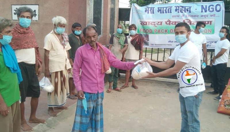 Mera Bharat Mahaan members Muzzammil Mannan, Vikash Raj turn good samaritan; committed to Help the helpless