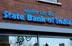 <p><strong>एसेट क्वालिटी में सुधार</strong><br /> एसबीाई की एसेट क्वालिटी में सुधार हुआ है। बैंक का ग्राॉस एनपीए जून तिमाही में 5.44 फीसदी रह गया है। पिछले साल समान अवधि में यह 7.53 फीसदी था। बैंक का नेट एनपीए घट कर 1.8 फीसदी रह गया, जो पिछले साल 3.07 फीसदी था। बैक का फंसा हुआ लोन कम होने से एकल शुद्ध लाभ 81 फीसदी बढ़ कर 4,189.34 करोड़ रुपए हो गया है, नहीं इंटिग्रेटेड प्रॉफिट 62 फीसदी बढ़ कर 4,776.50 करोड़ रुपए हो गई है। बैंक की आय 87,984.33 करोड़ रुपए रही है, &nbsp;वहीं नेट इंटरेस्ट इनकम 26,641 करोड़ रुपए है।<br /> (फाइल फोटो)<br /> &nbsp;</p>