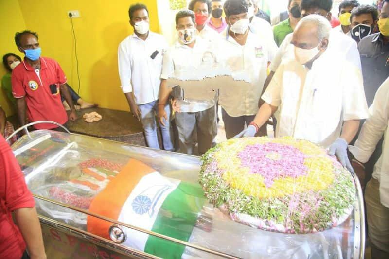 Congress MP H vasanthakumar Funeral finished on Hometown