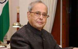<p><strong>इन पदों पर रहे प्रणब मुखर्जी</strong><br /> 1969: पहली बार राज्यसभा पहुंचे। उन्हें 1973 में इंदिरा गांधी के मंत्रिमंडल में जगह। वे 1982-84- वित्त मंत्री रहे। प्रणब दा 1991 में योजना आयोग के प्रमुख और 1995 में विदेश मंत्री बने। 2004 में पहली बार लोकसभा चुनाव जीते। 2004-06 में रक्षा मंत्री रहे। 2009-12 तक वित्त मंत्री रहे। मुखर्जी 25 जुलाई 2012 को देश के 13वें राष्ट्रपति बने। 2017 में राजनीति से सन्यास ले लिया।</p>