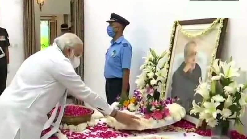 President Ram Nath Kovind and Prime Minister Narendra Modi paid tribute
