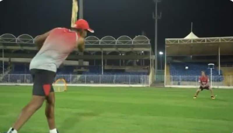 Mayank Agarwal giving catching drills to Jonty Rhodes, video share by Kings XI Punjab spb