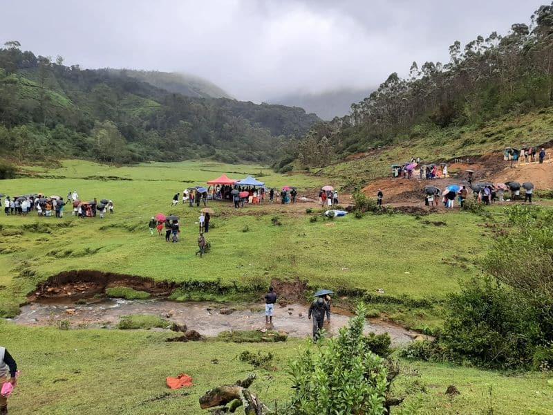 Landslide in Mattiggatta Kelagina Keri at Sirsi in Uttara Kannada grg