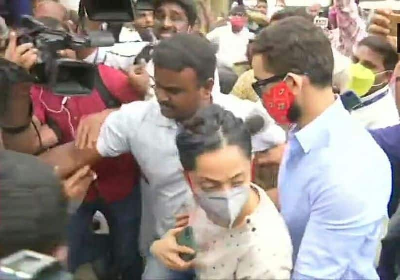Sandalwood drugs case Diganth, Aindrita leave CCB office after inquiry -ymn
