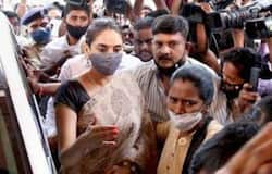 """<p style=""""text-align: justify;"""">Kannada actress Ragini Dwivedi wore a simple printed saree during her interrogation by The Cenral Crime Branch. She completed her look with a red bindi and hair tied up in a bun.</p>"""