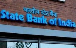 <p><strong>स्टेट बैंक ऑफ इंडिया</strong><br /> स्टेट बैंक ऑफ इंडिया (SBI) में 10 साल की रिकरिंग डिपॉजिट पर 5.7 फीसदी की दर से ब्याज मिल रहा है। अगर यहां रोज 200 रुपए यानी महीने में 6 हजार रुपए का निवेश किया जाता है, तो 10 साल के बाद ब्याज सहित यह रकम 970,594 रुपए हो जाएगी। इस तरह, आपको ब्याज के रूप में 250,594 रुपए मिलेंगे।&nbsp;<br /> (फाइल फोटो)</p>