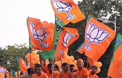 <p>भारतीय जनता पार्टी (BJP) की केंद्रीय चुनाव समिति ने बिहार और कर्नाटक में होने वाले विधान परिषद चुनाव के लिए उम्मीदवारों की पहली सूची जारी कर दी है। बीजेपी ने बिहार के कोसी स्नातक विधान परिषद से एनके यादव, पटना शिक्षक से नवल किशोर यादव, दरभंगा शिक्षक से सुरेश राय, तिरहुत शिक्षक से नरेंद्र सिंह और सारन शिक्षक से चंद्रमा सिंह को उतारा है। जबकि कर्नाटक के साउथ ईस्ट स्नातक विधान परिषद से चिदानंद एम गौड़ा, वेस्ट स्नातक से एस.वी संकानुरू, नॉ</p>