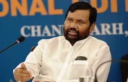 <p>केंद्रीय मंत्री राम विलास पासवान ने दिल्ली के एक अस्पताल में गुरूवार शाम 74 साल की उम्र में अंतिम सांस ली। राम विलास पासवान की 6 दिन पहले ही बाईपास सर्जरी हुई थी।</p>