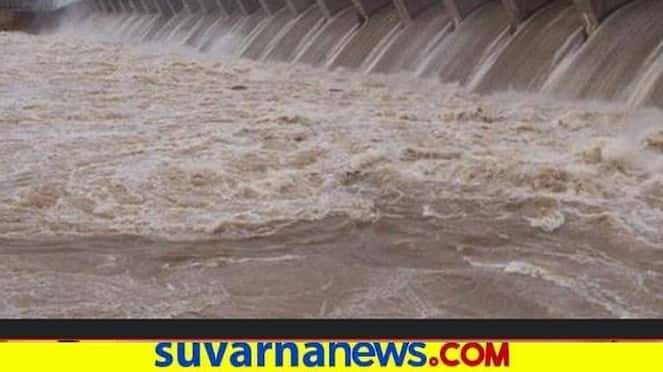 Youths busy in taking selfie though Krishna river flooding hls