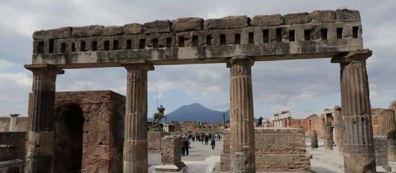 tourist from canada steals artifacts from pompei and returns after 15 years citing curse
