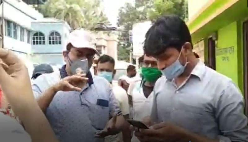 Money looth from local people by fraud Aadhaar card at Midnapore ASB