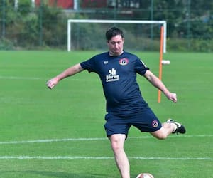 Robbie Fowler finds another interesting trick in training