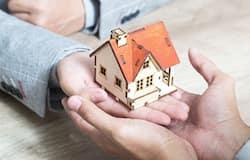 <p><strong>SBI Home Loan: 6.90% - 7.50% (Floating Rate)</strong><br /> Tenure Range: 1-30 Years</p>  <p><strong>Bank Of Baroda Home Loan: 6.85% - 8.35% (Floating Rate)</strong><br /> Loan Amount: Rs 1 lakh - Rs 2 crore<br /> Tenure Range: 30 Years</p>  <p><strong>Canara Bank Home Loan:&nbsp;&nbsp; &nbsp;6.90% to 8.90% (Floating Rate)</strong><br /> Tenure Range: 30 Years</p>  <p>Data compiled from bankbazaar&nbsp;<br /> https://www.bankbazaar.com/home-loan.html</p>