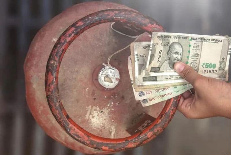 8 Crore Ujjwala beneficiary now struggles to buy lpg gas cylinder BDD