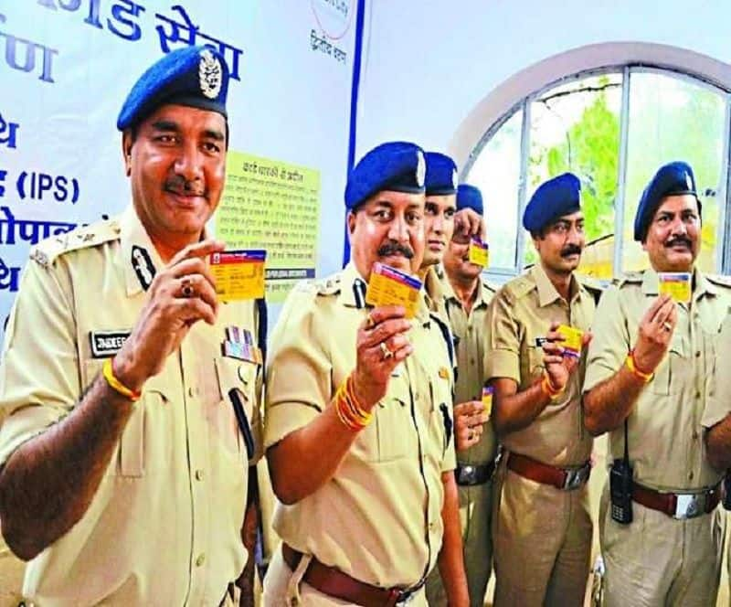 Create yellow card, will easily avoid traffic police checking