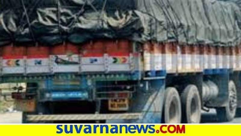 lorry drivers brutally attacked by A Group in nelemangala snr