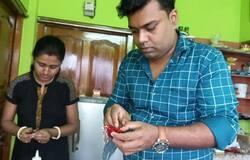<p>এবারের কালীপুজোয় মিলবে 'বাজির স্বাদ', অভিনব উদ্য়োগে তাক লাগালেন রায়গঞ্জের দম্পতি<br /> &nbsp;</p>