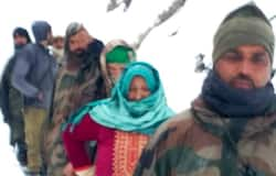 <p>Jawans rescue 10 civilians trapped in snowfall, Avalanche warning in Jammu and Kashmir</p>