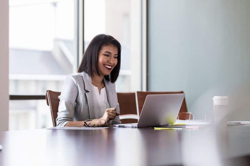 Interview in video call, choose the right dress code bmm