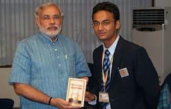 <p>Sultan Alimuddin and Narendra Modi</p>