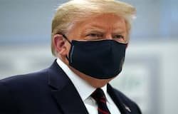 <p>दुनिया में कहर बरपाने वाले कोरोना वायरस ने सर्दियां शुरू होते ही फिर से रफ़्तार पकड़ ली है। कई देशों में इसका संक्रमण फिर से तेजी से बढ़ना शुरू हो गया है। भारत समेत कई देशों में तेजी से लोग कोरोना वायरस की चपेट में आ रहे हैं। इस मुश्किल घड़ी में अमेरिका के खाद्य और औषधि विभाग ने शनिवार को आपातकालीन स्थिति में रेजेनरॉन से उपचार की अनुमति दे दी है। बता दें कि राष्ट्रपति डोनाल्ड ट्रंप के कोरोना संक्रमित हो जाने पर इसी के जरिए उनका इलाज किया गया था जिसके बाद वो जल्द ही ठीक हो गए थे।&nbsp;<br /> &nbsp;</p>