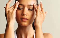 <p>सोने से पहले अपने हाथों की उंगलियों से अपने चेहरे की मसाज करें। इससे आपके चेहरे का ब्लड सर्कुलेशन ठीक रहता है और चेहरे पर चमक आती है।</p>
