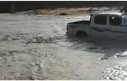 <p>Saudi flood car</p>