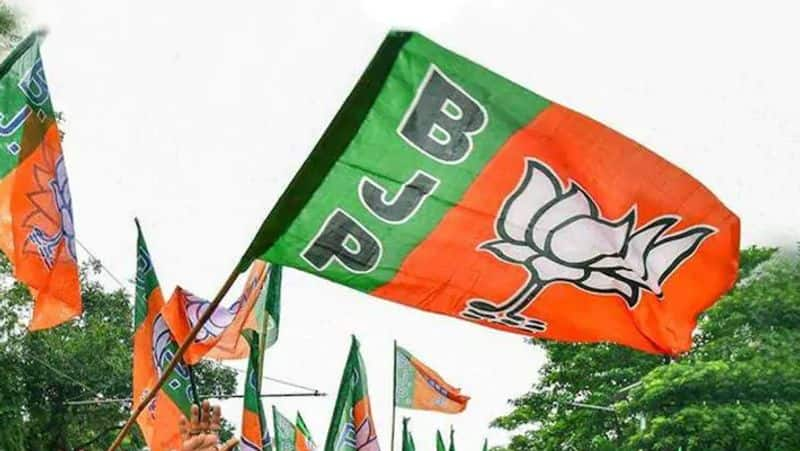 BJP candidate Shilbhadra car attacked by bomb on kalyani expressway DHA