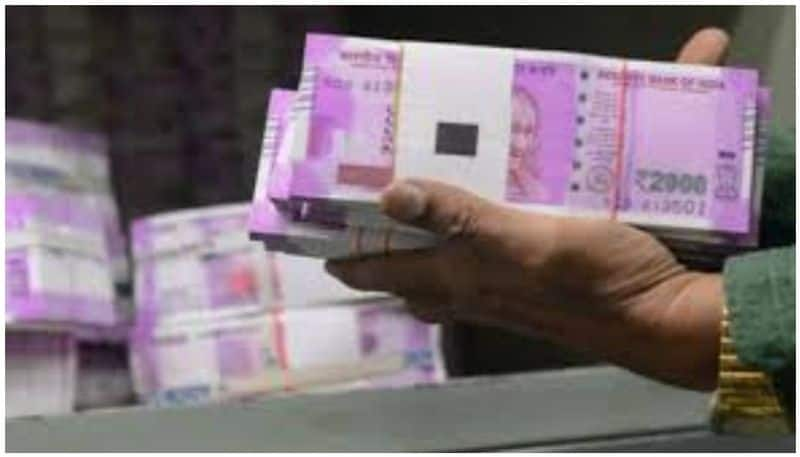 Passenger Rs 3.25 crore money seized By Police Who travelling to Bengaluru From Hyderabad rbj