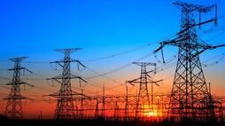 <p>देश में जल्द ही बिजली कंपनियों की मनमानी पर लगाम लगने जा रही है। देशभर के बिजली ग्राहकों को कई अधिकार देने वाले 'द इलेक्ट्रिसिटी (राइट्स ऑफ कंज्यूमर्स) रूल्स: 2020' को सोमवार को नोटिफाई कर दिया गया।&nbsp;</p>