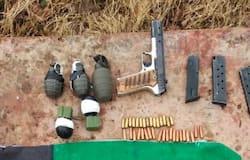 <p>कश्मीर के कुलगाम में सुरक्षाबलों को बड़ी सफलता मिली है। लश्कर के एक मददगार के पास से हथियार व गोला बारूद बरामद किया गया है। बता दें कि खुफिया सूचना के आधार पर कुलगाम पुलिस और सेना की 34-आरआर ने लश्कर-ए-तैयबा के एक सहयोगी को गिरफ्तार किया है।&nbsp;</p>