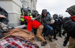 <p>अमेरिकी संसद भवन पर हुए इस अटैक का हंगामा 6 जनवरी को शाम 6 बजे से लेकर अगले दिन सुबह 6 बजे तक चला।&nbsp;<br /> &nbsp;</p>