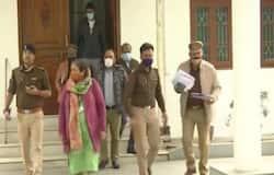<p><strong>बदायूं (&nbsp;Uttar Pradesh) । </strong>आंगनबाड़ी सहायिका के गैंगरेप के बाद उसकी हत्या कर घर के बाह शव फेंके जाने का मामला तूल पकड़ लिया है। मामले का मुख्य आरोपी पुजारी सत्यनारायण दास पुलिस की लापरवाही के कारण भाग निकला। हालांकि उसे पकड़ने के लिए सरकार ने 50 हजार का ईनाम घोषित किया है। वहीं, दूसरी ओर पीड़ित परिवार में कोहराम मचा हुआ है। मृतका की बेटी और बेटा घटना क्रम को याद कर कांप जा रहे हैं। वे बताते हैं डर लग रहा है। हम, बस आरोपियों को जिंदा नही देखना चाहते हैं। लेकिन, हमें निर्भया केस की तरह कोर्ट कचहरी और मुकदमे बाजी में न फंसाया जाए।</p>