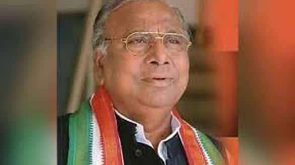 V.Hanumantha rao serious comments on congress leadership lns