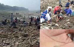 <p><strong>भोपाल (Madhya Pradesh) । </strong>नदी में पुराने &nbsp;जमाने के सिक्के और सोना मिलने की अफवाह से सनसनी फैल गई है। लोग पार्वती नदी के घाट पर खुदाई करने में जुटे हैं। लोगों का कहना है कि उन्हें कुछ मिला तो नहीं है। लेकिन, उम्मीद है कि उनकी किस्मत चमकेगी और उन्हें सिक्का मिल जाएगा। बता दें कि अफवाह उड़ी है कि शिवपुरा और गणूपुरा में पार्वती नदी सूचना ग्रामीणों को कहीं से मिली कि नदी से मुगलकालीन सोने-चांदी के सिक्के निकल रहे हैं, जिसके बाद वे खुदाई कार्य में जुट गए हैं।&nbsp;</p>