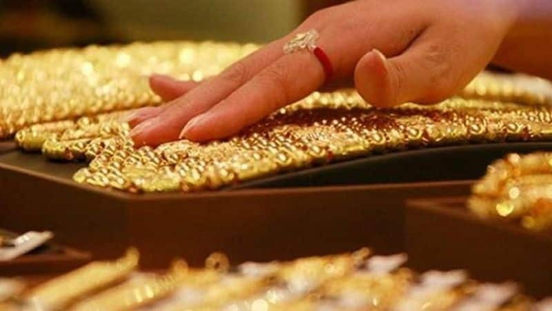 Police case against two people who theft the Gold Ring In Hyderabad