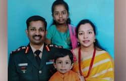 <p>कर्नल बाबू ने हैदराबाद के सैनिक स्कूल में पढ़ाई की थी। इसके बाद वे एनडीए में चुने गए। उनके परिवार में पत्नी और एक बेटे के अलावा बेटी है।<br /> <em><strong>(आखिरी बार शहीद का चेहरा देखती संतोष)</strong></em></p>