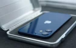 <p>ऑफर iPhone 12 Mini के 64GB के ब्लैक कलर वेरिएंट पर है। ये स्मार्टफोन आपको यहां 67,900 में मिल जाएगा। अब अगर बात करें इसपर मिल रहे 16 हजार 6 सौ रुपए के डिस्काउंट की, तो आप कई ऑफर्स के तहत इसका लाभ उठा सकते हैं। &nbsp;</p>