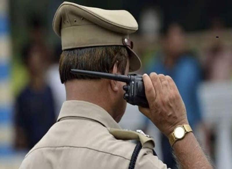 4 Cops In Uniform Stop UP Jeweller For 'Checking' On Road. They Rob Him