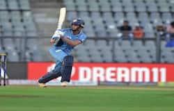 <p>अपने पिता सचिन तेंदुलकर के अपोजिट अर्जुन तेंदुलकर बाएं हाथ के गेंदबाज और बल्लेबाज भी है। वह एक ऑलराउंडर क्रिकेट खिलाडी हैं। उन्हें जूनियर तेंदुलकर कहकर बुलाया जाता है।&nbsp;</p>