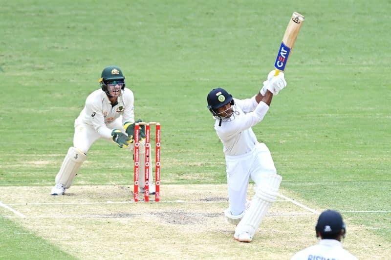 ఆస్ట్రేలియా తొలి ఇన్నింగ్స్ స్కోరుకి ఇంకా 116 పరుగుల దూరంలో ఉంది భారత జట్టు.