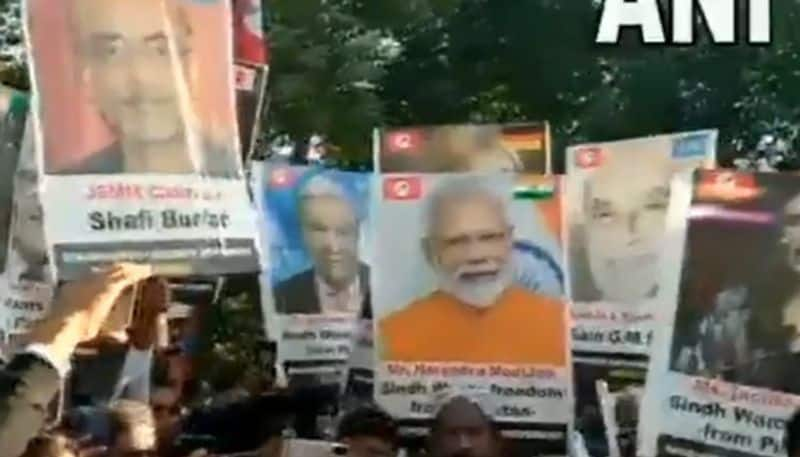 watch pm narendra modi's poster raised at pro independence rally at sindh Pakistan bsm