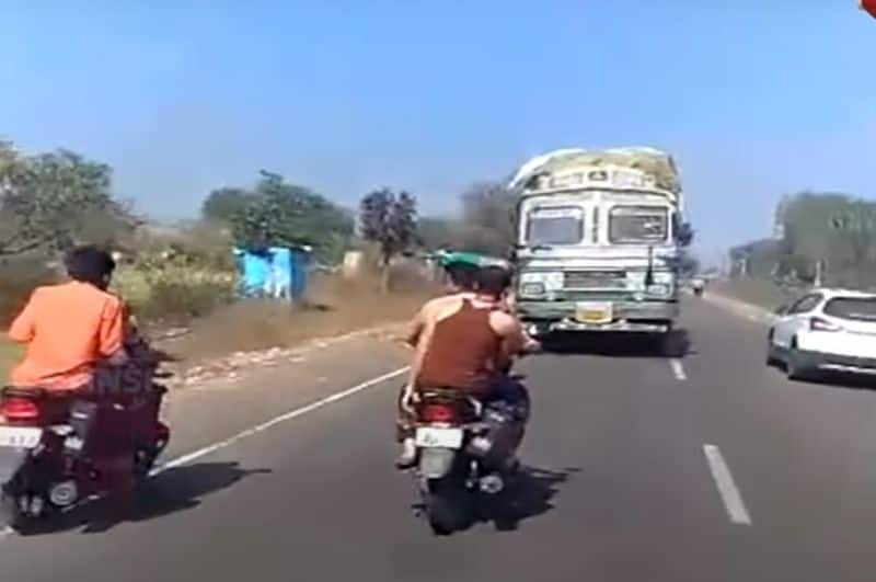 Truk drivers drives 3 km in revers after break fails in Maharastra road ckm