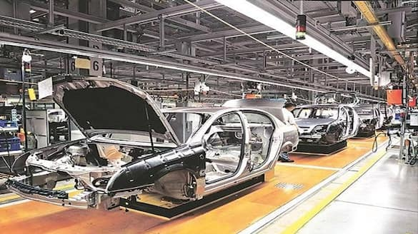 Global semiconductor chip shortage will affect automakers revenue