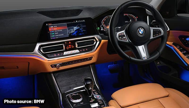 <p>ಈ ವಿಭಾಗದಲ್ಲಿ ಪ್ರಥಮವಾದ ಈ ಕಾರು BMW M340i xDrive, ಇಂಟೆಲಿಜೆಂಟ್ ಆಲ್-ವ್ಹೀಲ್ ಡ್ರೈವ್ ಟೆಕ್ನಾಲಜಿಯನ್ನು ಹೊಂದಿದ್ದು ಇದು ಚಾಲನೆಯ ಸನ್ನಿವೇಶಗಳನ್ನು ಗಮನಿಸುತ್ತದೆ ಮತ್ತು ಗರಿಷ್ಠ ಟ್ರಾಕ್ಷನ್, ಎಜಿಲಿಟಿ ಮತ್ತು ವಾಹನ ಸಾಮಥ್ರ್ಯ ನೀಡಲು ತಕ್ಷಣ ಪ್ರತಿಕ್ರಿಯಿಸುತ್ತದೆ. M ಸ್ಪೋರ್ಟ್ ರಿಯರ್ ಡಿಫರೆನ್ಷಿಯಲ್ ಎಲೆಕ್ಟ್ರಾನಿಕಲಿ ಪ್ರತಿ ಚಕ್ರಕ್ಕೂ ಶಕ್ತಿಯ ವಿತರಣೆಯನ್ನು ಎಲೆಕ್ಟ್ರಾನಿಕಲಿ ನಿಯಂತ್ರಿಸುವ ಮೂಲಕ ಟ್ರಾಕ್ಷನ್ ಮತ್ತು ಕಾರ್ನರಿಂಗ್ ಹೆಚ್ಚಿಸುತ್ತದೆ.&nbsp;</p>