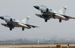 <p><strong>मिराज 2000&nbsp;</strong><br /> मिराज 2000 (Dassault Mirage 2000) मल्टीरोल, सिंगल इंजन और सिंगल सीटर वाला जेट है, इसकी रफ्तार 2,495 किलोमीटर प्रति घंटा है। 26 फरवरी 2019 को भारत ने पाकिस्तान के जैश-ए-मोहम्मद कैंप को इस लड़ाकू विमान की मदद से ही बम से उड़ाया था। भारतीय वायुसेना में अभी 57 मिराज 2000 जेट शामिल हैं।&nbsp;</p>