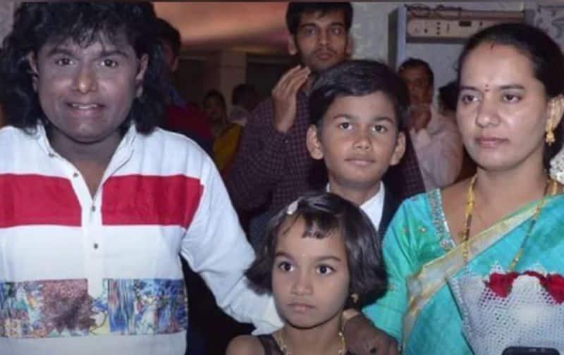 జబర్ధస్త్ వేదికపై సునామి సుధాకర్ దిప్రత్యేకమైన శైలి. మేనరిజంతో అలరించేసునామి సుధాకర్ అందమైన అమ్మాయిని భార్యగాతెచ్చుకున్నారు. వీరికి ఓ అమ్మాయి, అబ్బాయి ఉన్నారు.