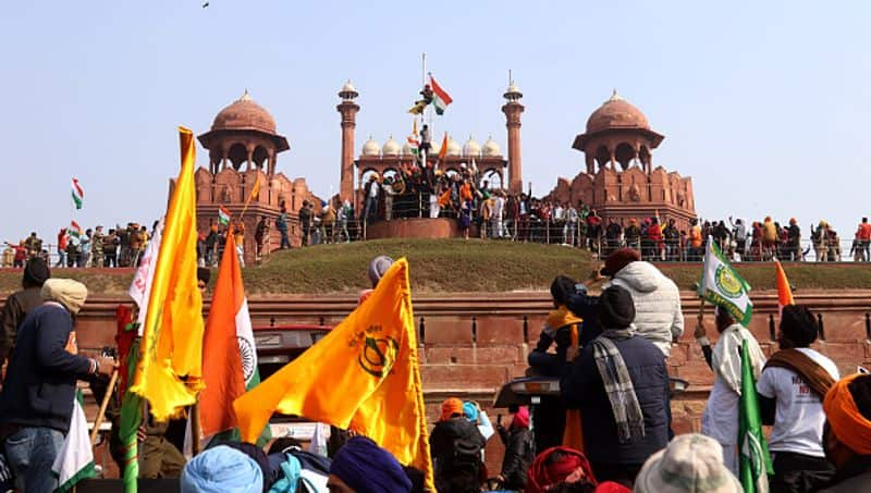 SFJ announces 2 5 crore rupeees reward for unfurling  Sikh Flag on Red Fort pod